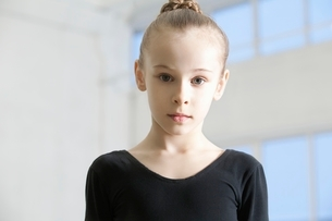 Young girl in dance leotard with hair backの写真素材 [FYI03636093]