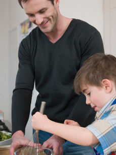 Son Helping Father in Kitchenの写真素材 [FYI03636275]