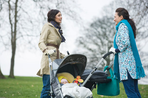 Two mothers in park with babies in strollersの写真素材 [FYI03636371]