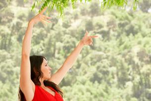 Woman dancing outdoors  side view.の写真素材 [FYI03636585]