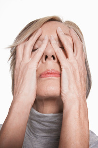 Senior woman with hands on face  close-upの写真素材 [FYI03636964]