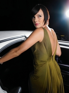 Woman in evening wear getting into limousineの写真素材 [FYI03636966]