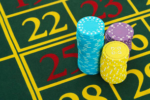 Gambling Chips on Roulette Table  close upの写真素材 [FYI03637183]
