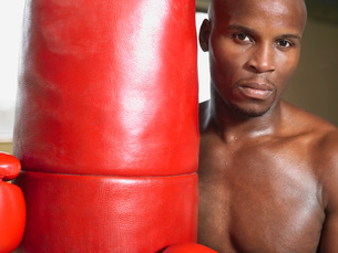 Boxer holding punching bag  portrait  close-upの写真素材 [FYI03637229]