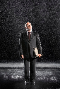 Rain falling on businessman Without Protection  looking toの写真素材 [FYI03637263]