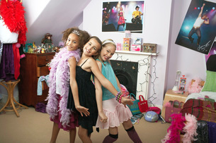 Young Girls striking a pose in trendy bedroom at Slumber Pの写真素材 [FYI03637487]