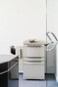 Photocopier in officeの写真素材 [FYI03637574]