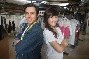 Two people working in laundretteの写真素材 [FYI03638132]