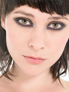 Young Woman Wearing heavy Eye Makeup portrait close upの写真素材 [FYI03638365]