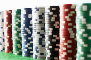 Stacks of gambling chipsの写真素材 [FYI03638382]