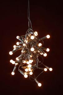 Tangled lights on black backgroundの写真素材 [FYI03638430]