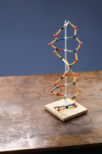 Molecule model on stained tableの写真素材 [FYI03638477]