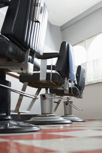Barbers chairs in a rowの写真素材 [FYI03638751]