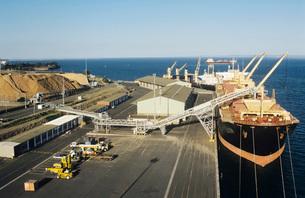 Aerial view wood chips loading onto ship Victoria Australiaの写真素材 [FYI03638974]