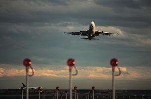 Airplane taking off Melbourne Australiaの写真素材 [FYI03639048]