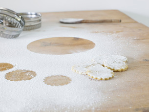 Pastry cutters cookies and flour scattered on table close upの写真素材 [FYI03639168]
