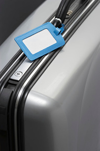 Suitcase with blank tag close-upの写真素材 [FYI03639183]