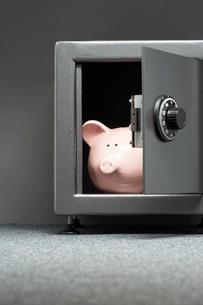 Piggy bank in safeの写真素材 [FYI03639186]