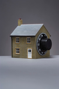 Small model of house with combination lockの写真素材 [FYI03639212]