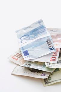 Euro notes on white backgroundの写真素材 [FYI03639220]