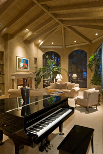 Modern living room with grand pianoの写真素材 [FYI03639667]