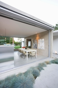 Glass wall of open plan dining  and kitchenの写真素材 [FYI03639826]