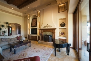 Living room with baby Grand Piano in Palm Springs homeの写真素材 [FYI03639850]