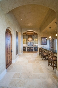 Tiled floor of palm Spring kitchen with arched ceilingの写真素材 [FYI03639883]