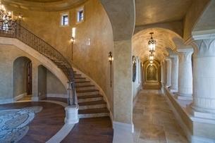 Palm Springs hacienda access corridorsの写真素材 [FYI03639951]