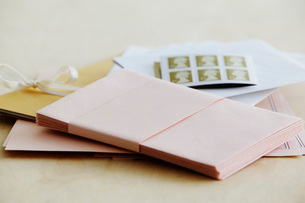 Paper stationery and stamps studio shotの写真素材 [FYI03640036]