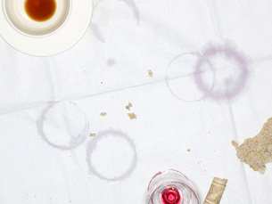 Table Cloth with Empty Cup and Glass and Moisture Ringsの写真素材 [FYI03640130]