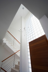 Cyprus entrance hall and staircase of contemporary houseの写真素材 [FYI03640150]
