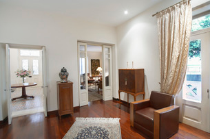 Cyprus Living room of colonial style houseの写真素材 [FYI03640158]