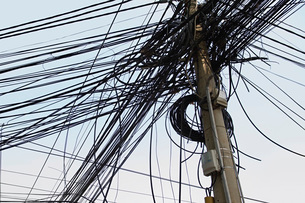 Tangle of Electrical Wires on Power Poleの写真素材 [FYI03640251]