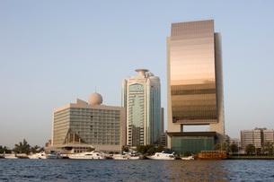 Dubai UAE Beautiful waterfront view of Deira's skyline at suの写真素材 [FYI03640337]