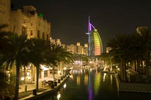 Dubai UAE Tiny ripples in Arabian Gulf at sunset on public bの写真素材 [FYI03640362]