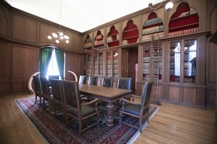 Old-fashioned home libraryの写真素材 [FYI03640478]