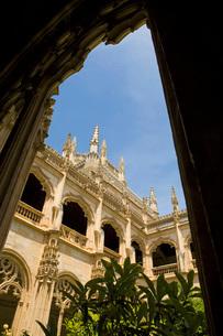 Arcade of balcony surrounding palace courtyard.の写真素材 [FYI03640553]
