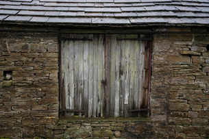 Old shed close-up view Yorkshire Dales Yorkshire Englandの写真素材 [FYI03640588]