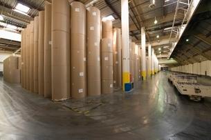 Huge rolls of paper in newspaper factoryの写真素材 [FYI03640623]