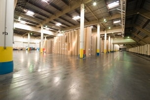Huge rolls of paper in newspaper factoryの写真素材 [FYI03640625]