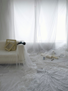Room covered in transparent dust sheets in preparation for dの写真素材 [FYI03640662]