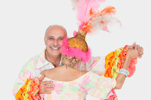 Portrait of senior couple in Brazilian outfits dancing overの写真素材 [FYI03640727]
