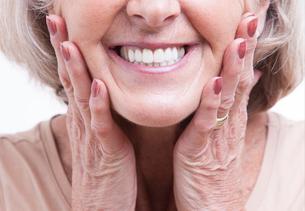 Close up view on senior denturesの写真素材 [FYI03640921]