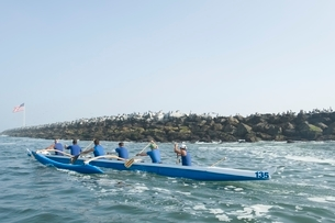 Outrigger canoeing team on waterの写真素材 [FYI03640995]