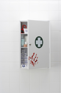 Blood hand print on medical cabinetの写真素材 [FYI03641103]