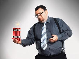Businessman holding sticks of dynamiteの写真素材 [FYI03641213]