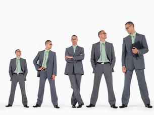 Row of businessmen in ascending order of heightの写真素材 [FYI03641233]