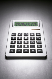 Calculator informing about carbon dioxide concentrationの写真素材 [FYI03641353]