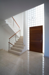 Cyprus entrance hall and staircase of contemporary houseの写真素材 [FYI03641393]